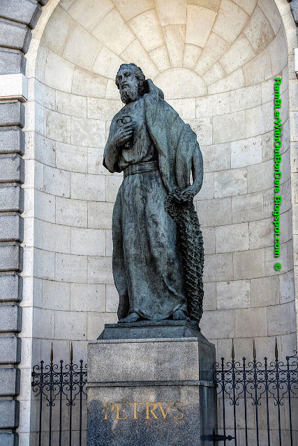 Statues, St Peter and St Paul, Almudena Cathedral, Madrid, Spain