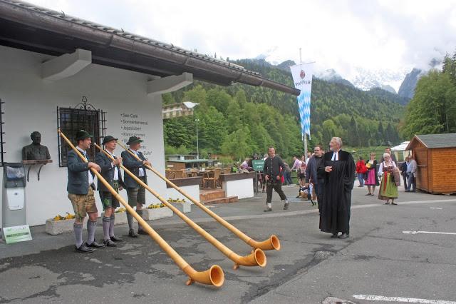 Grainauer Alphornbläser bei einer Hochzeit am Riessersee Hotel Garmisch-Partenkirchen mit dem evangelischen Pfarrer