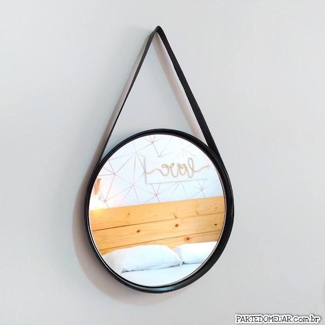 espelho redondo com alça de couro