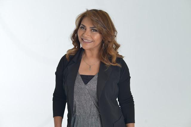 """Raquel Mello apresenta a canção """"Deus Está Comigo"""""""