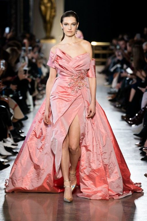 LIVING-CORAL-RUNWAY-FASHION