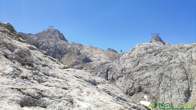 Vista de la Párdida y Torrecerredo desde la Corona del Rasu, Cabrales