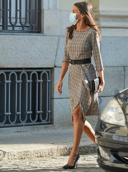 Queen Letizia wore a checked dress from Pedro del Hierro, and black pumps from Manolo Blahnik, and a belt from Burberry. Carolina Herrera