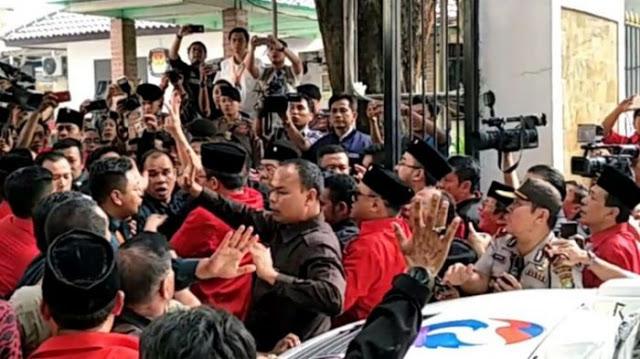 Adu Mulut dengan Petugas KPU, Masinton PDIP: Jangan kurang ajar lu, gue mau masuk