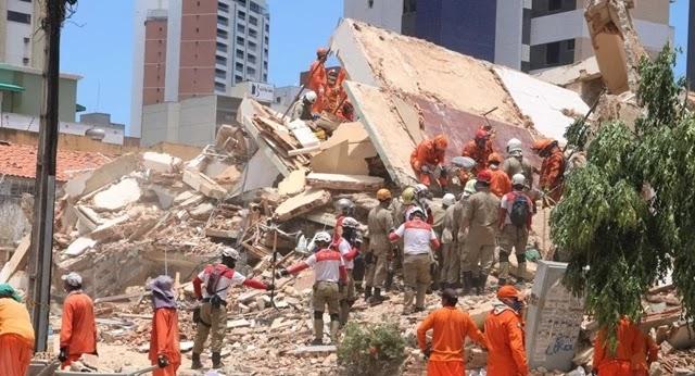 Equipes dos Bombeiros retiraram mais um corpo dos escombros do edifício Andréa, em Fortaleza (CE), e número de mortos no desabamento subiu para seis.