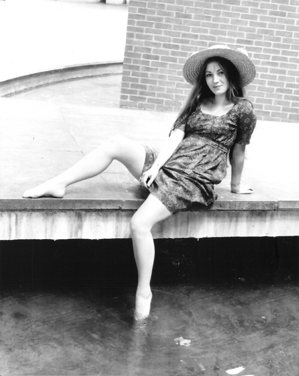 Jane Seymour Getting Her Toes Wet Blueiskewl