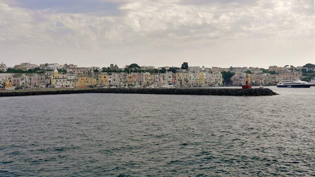 Il porto di Marina Grande a Procida