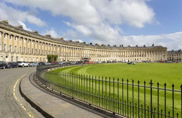 The Royal Crescent bath (england)