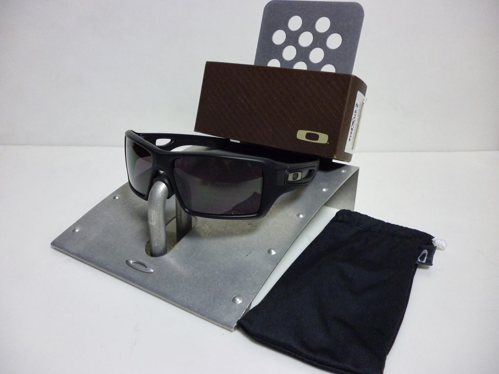 65d1054123 OAKLEY EYEPATCH 2 MATTE BLACK WARM GREY 009136-05. Really adore this frame