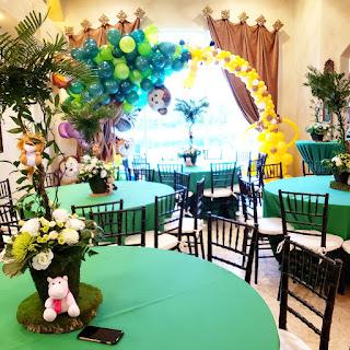 Baby shower in safari theme balloon decoration
