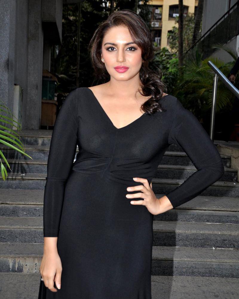 Huma Qureshi sexy India Actress and model Huma Qureshi