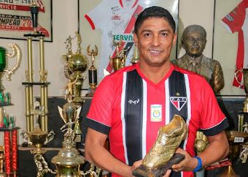 Ladrões invadem casa de Jardel em Fortaleza e furtam chuteiras de ouro