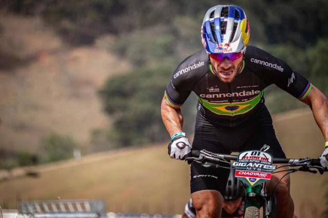 Henrique Avancini em competição do ciclismo moutain bike
