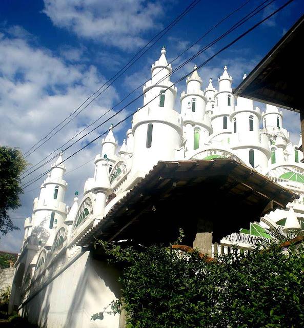 O castelo Coradelli em Joinville: realização de um sonho de infância. A realização de um sonho de um alma pura está na origem dos maiores castelos da Europa.