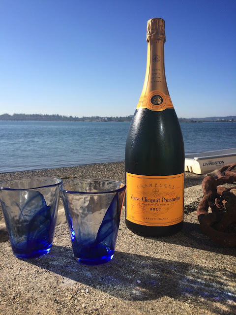 The Bubbly Hostess: Enjoyed 4th of July at a Beach House and Spent a Day in Downtown Seattle