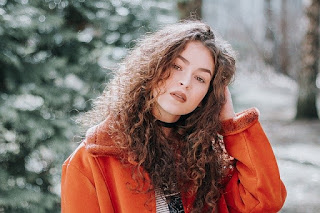 woman-model-pose-style-curly-hair