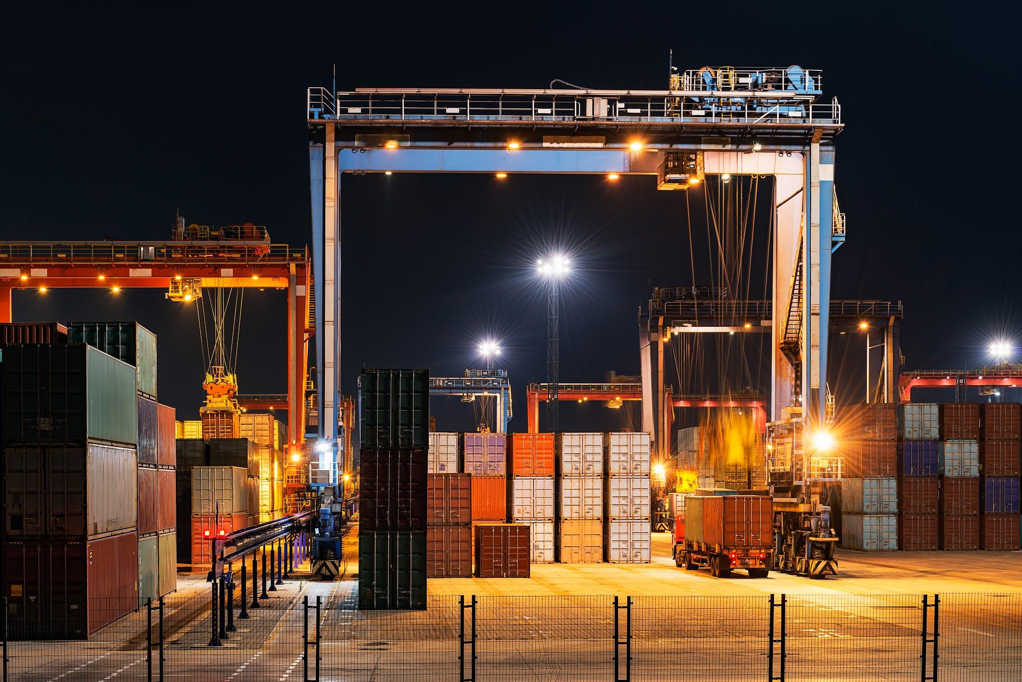 الإمارات تعتمد الأجندة الوطنية لتنمية الصادرات غير النفطية