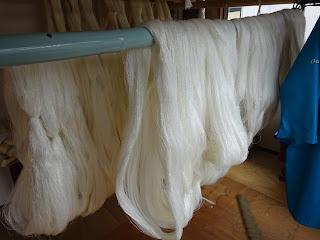 加藤改石謹製牛首紬の生地を使って染めた反物は、染めるのがとても大変