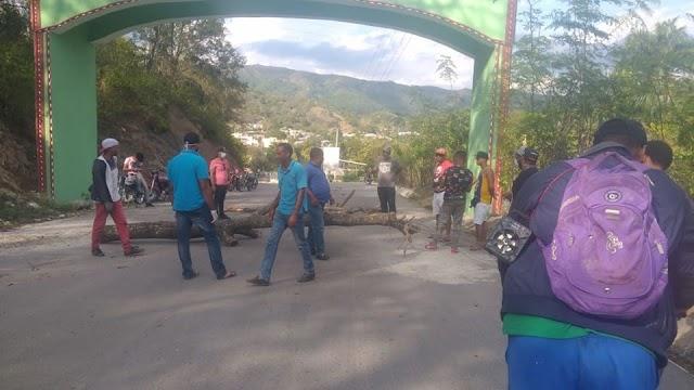 Cierran entrada de Arroyo Cano para evitar llegue el Coronavirus