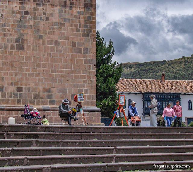 Fotógrafos lambe-lambe na escadaria da Igreja de São Francisco, em Cusco, Peru