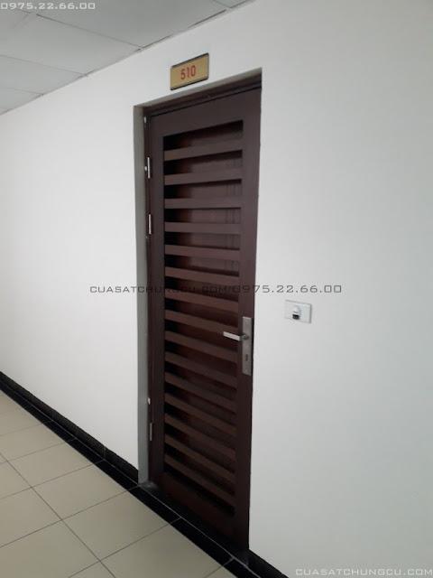 Mẫu cửa chung cư bằng gỗ có thể làm bằng cửa sắt chung cư 1 cánh