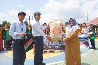 Indocement Donasikan Semen Untuk SMK Tanah Bumbu