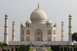10 lines on Taj Mahal