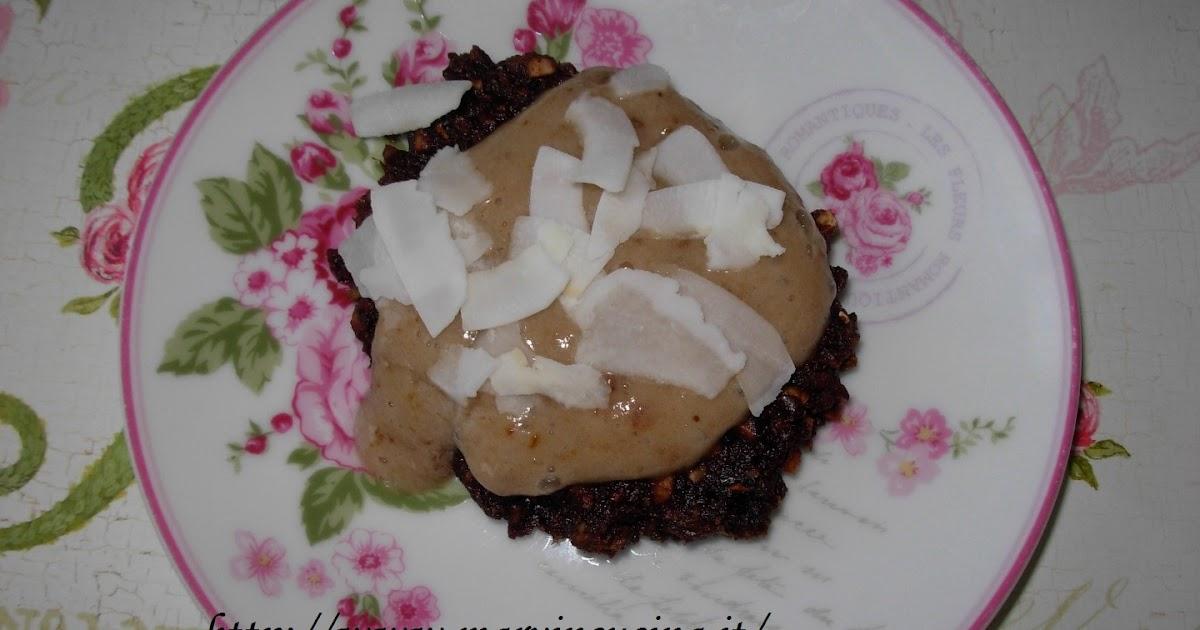 Biscotti raw con crema e chips di cocco