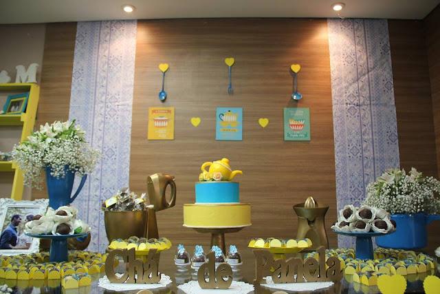 chá bar, chá de panela, azul e amarelo, decoração, mesa do bolo