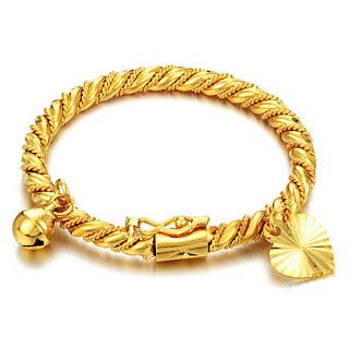 Perhiasan Emas Untuk Bayi, Amankah?