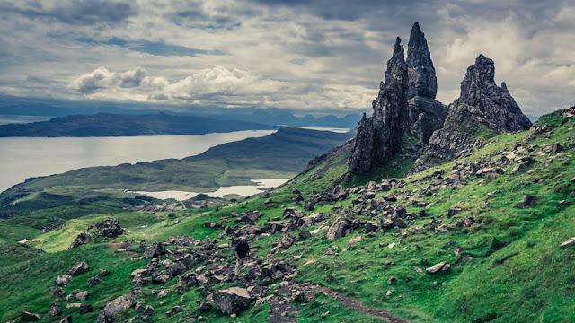 The rock pinnacle is really huge, twice the size of the Maczuga Herkulesa - Moniedism