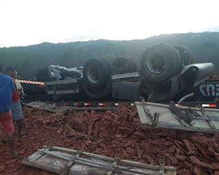 Acidente com caminhão é registrado na PB 177 que liga Picuí a Nova Palmeira