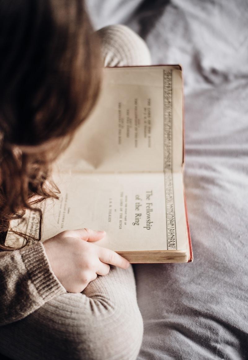 Menina a ler