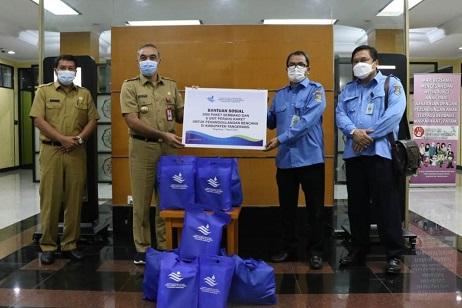 Bupati Zaki Terima 2.000 Paket Bantuan Sembako Dari Perumdam TKR