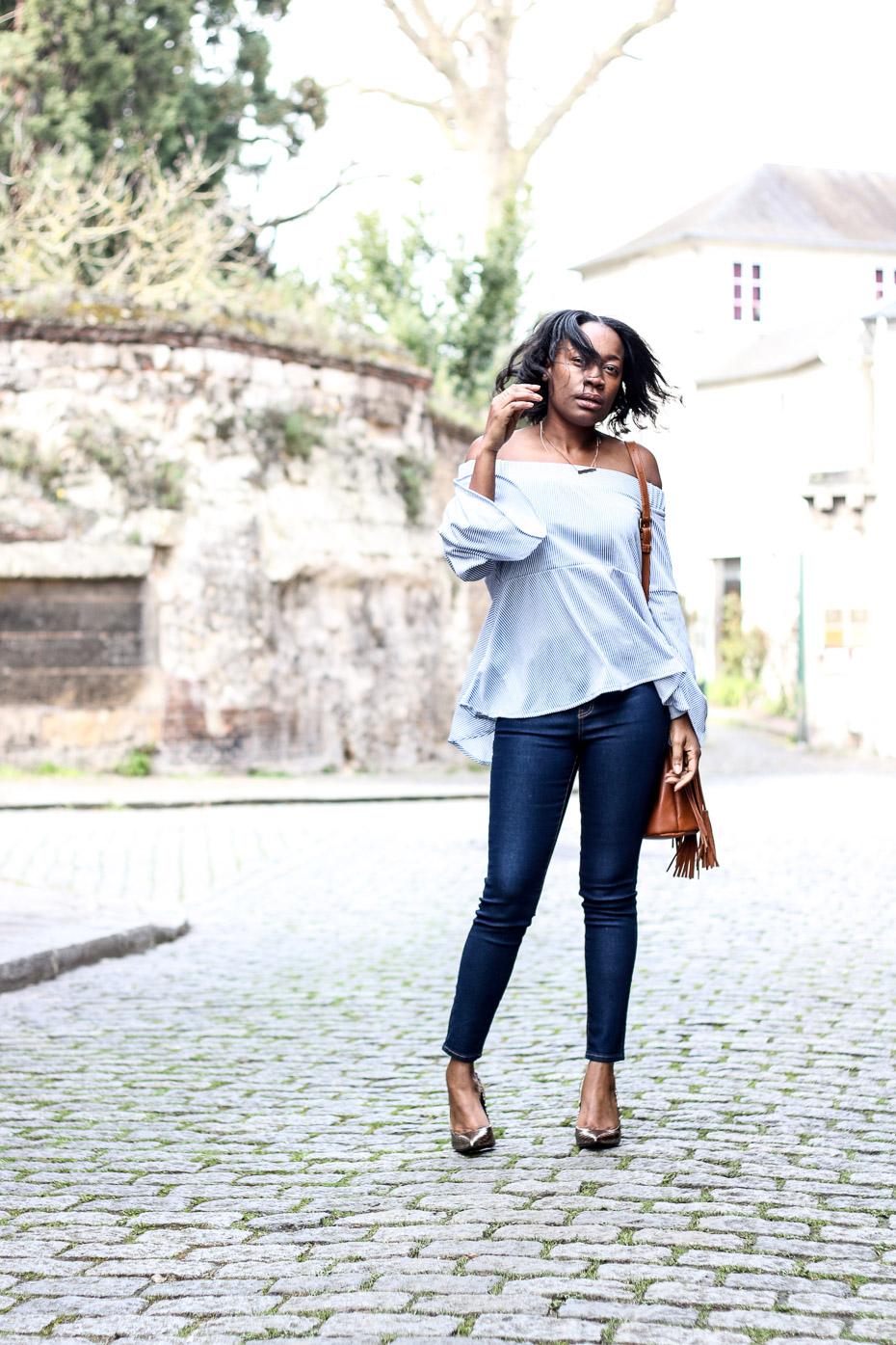 top-epaules-denudées-jeans-slim-escarpins
