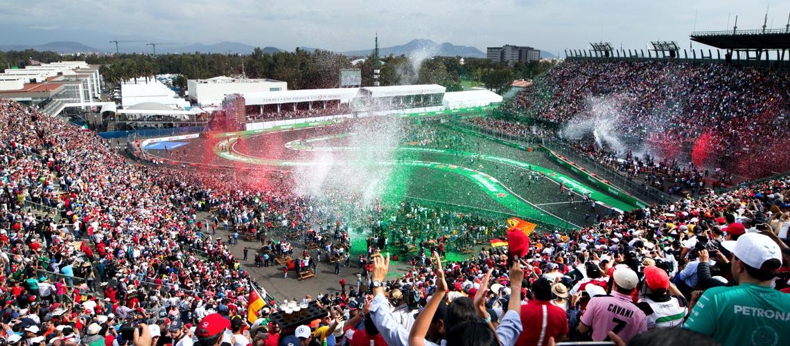 Gradas con Espectadores de Carreras de Formula 1