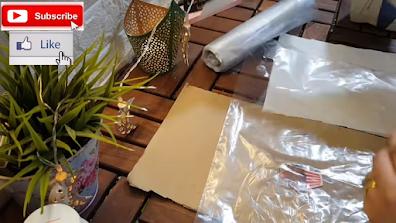 رسمة كب كيك على ورق طباعة ليزر بين طبقتين من أكياس الثلاجة