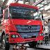 Pandemia e falta de peças fazem Mercedes Benz paralisar produção no Brasil