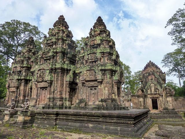 Banteay Srei, gopura del oeste, prasats y biblioteca sur - Angkor, Camboya por El Guisante Verde Project