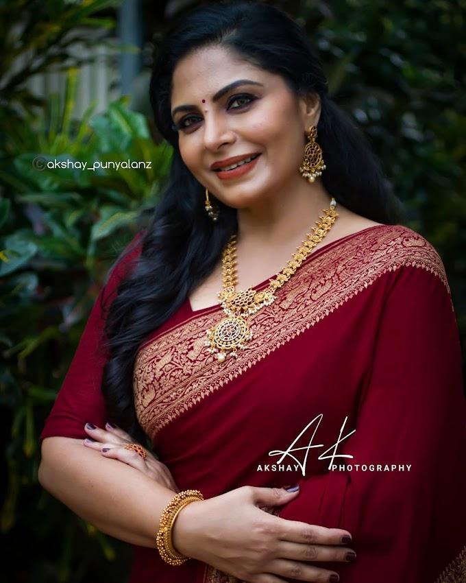 South Indian Actress Asha Sarath Photos
