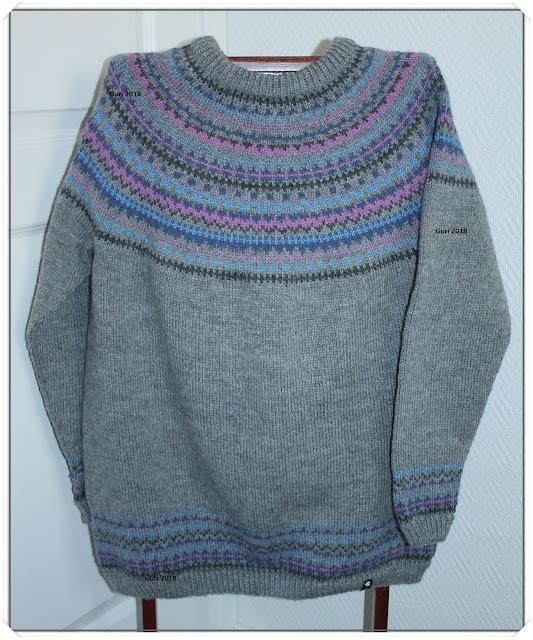 00969f5e Jeg hadde ikke oppskrift, men brukte maskeantall etter en genser jeg vet  passer meg. Mønsteret er inspirert av