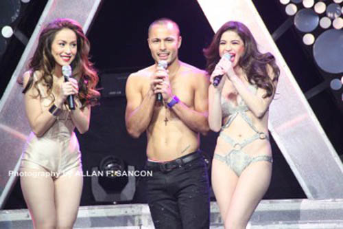 anne curtis almost naked in her araneta concert 02