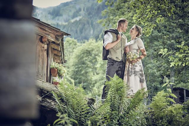 Trachtenhochzeit im Zillertal, heiraten in den Bergen Tirol, Alpenweltresort Königsleiten, Dirndlbraut, Hochzeitsplaner Uschi Glas, 4 weddings & events, Hochzeitsfotografie Marc Gilsdorf, weddingstyled.com