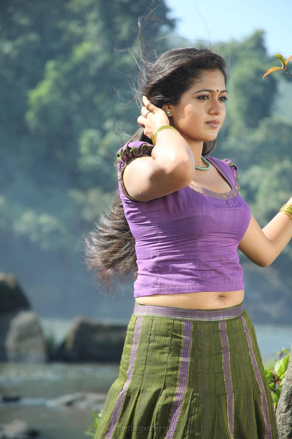 Meghana Raj New Hot Wet Saree Photos - Hd Latest Tamil -2664