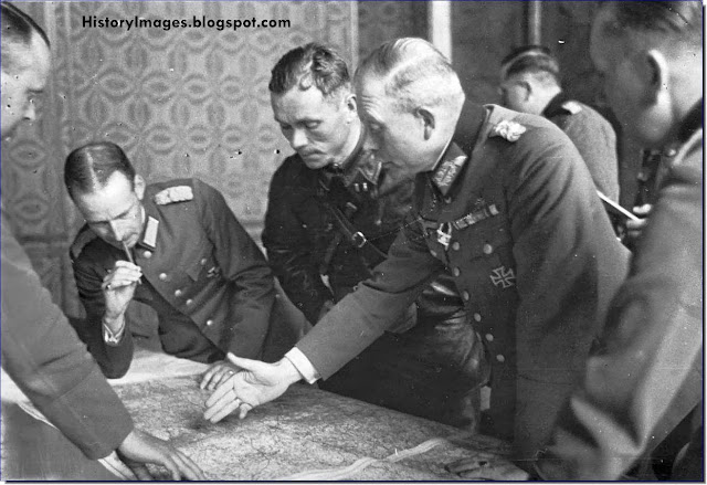German general Guderian and Red Army Commander Vladimir Yulianovich Borovitsky at Brest on September 21, 1939 to work out the German and Soviet boundary demarcation of occupied Poland