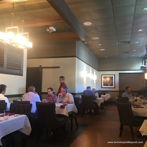 dining room at Noah's Restaurant & Lounge in Charleston, West Virginia