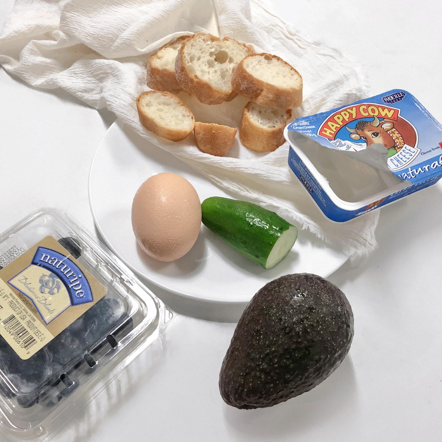 照片中的蛋本來要做水波蛋,但是最後失敗了。