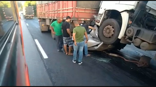 ACIDENTE - 'Um milagre', diz irmão de juiz que teve carro esmagado por carretas em BR