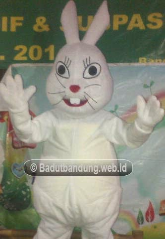 gambar badut maskot pt 2 kelinci pati warna putih