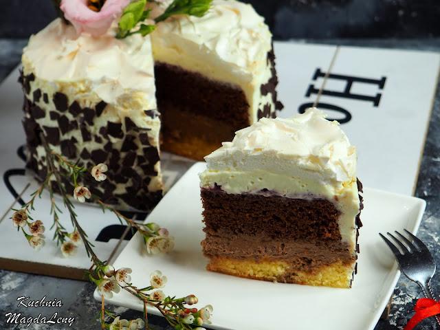 Tort z masą z gorzkiej czekolady i bezą